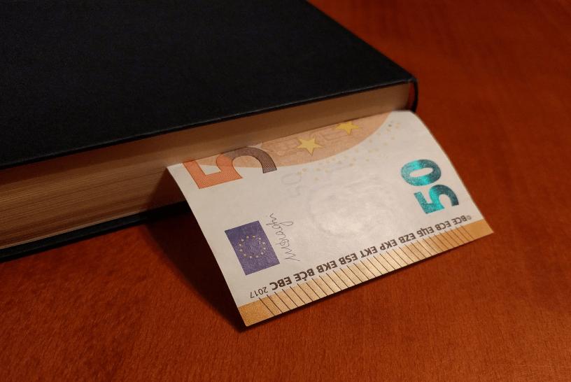 kitap içerisinde elli euro